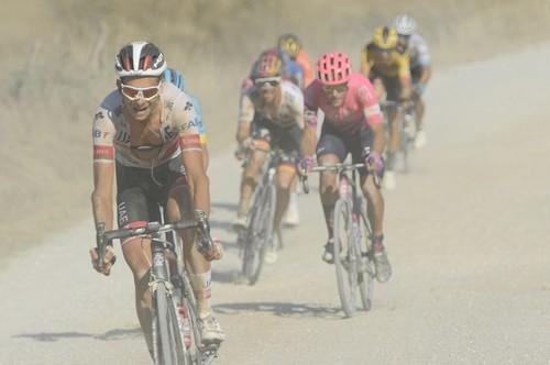Триумф Ван Арта на белых дорогах. Велоспорт вернулся после карантина