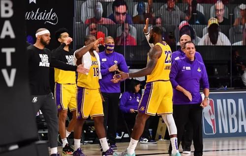 Лос-Анджелес Лейкерс выиграли Западную конференцию НБА