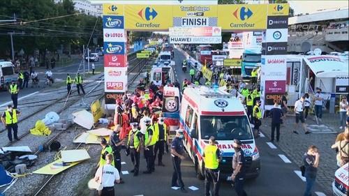 ВІДЕО. Велогонщик спровокував жахливий завал на Турі Польщі