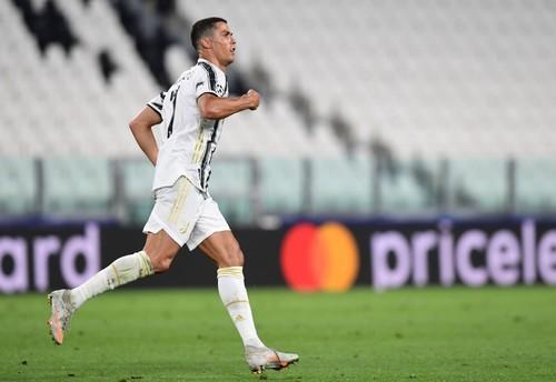 Роналду забивает в плей-офф Лиги чемпионов 14 сезонов подряд