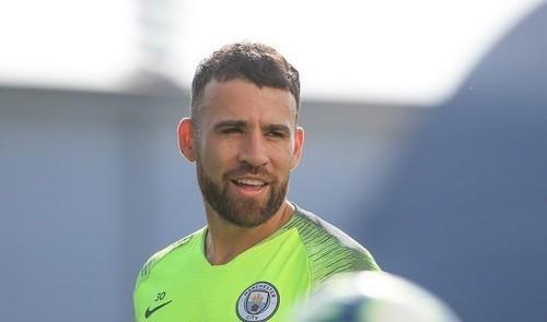 Манчестер Сити намерен продать Отаменди