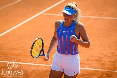 Марта Костюк деклассировала Сторм Сандерс на пути в основу турнира в Праге