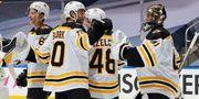 НХЛ. Победы Тампы и Бостона, Вегас близок к выходу во второй раунд