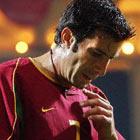 Фигу расстроен тем, что потерял место в основе Реала, и грозит уйти из клуба