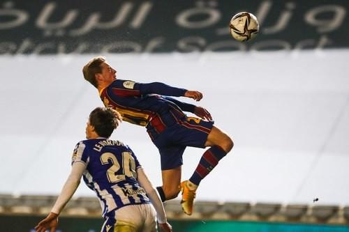 Без Месси было трудно. Барселона вырвала путевку в финал Суперкубка Испании