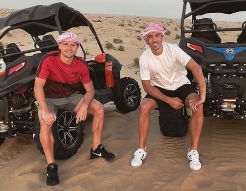 ФОТО. Дуэлунд с де Пеной отдыхают в Дубае в перерыве между сборами