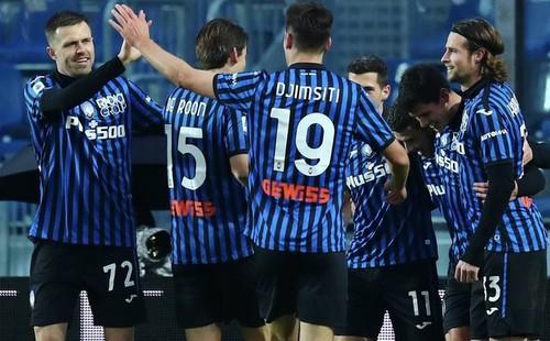 Итальянская драма. Аталанта в меньшинстве обыграла Лацио в Кубке Италии