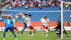 Левандовски и Кендзера. Польша едва унесла ноги в матче против Исландии