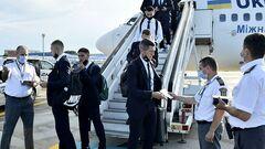 ФОТО. В отель Каро. Сборная Украины прибыла в Бухарест на Евро-2020