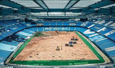 ФОТО. На стадионе Манчестер Сити меняют газон