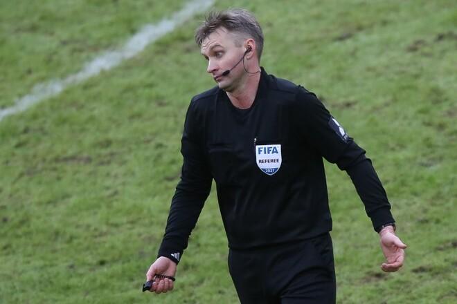 УЕФА на 10 лет отстранил от футбола российского судью Лапочкина