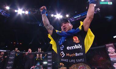 Непобежденный чемпион! Амосов выиграл 26-й бой и завоевал титул Bellator