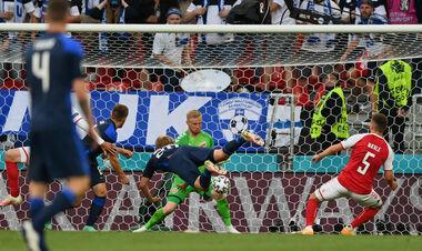 С мыслями не о футболе. Сборная Финляндии сенсационно обыграла Данию