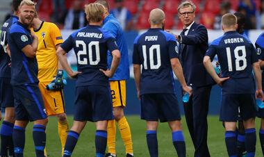 ВИДЕО. Финны аплодировали сборной Дании, которая возвращалась на поле