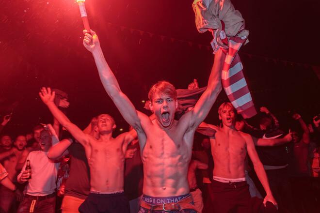 ФОТО. Безумство фанатів після перемоги над Україною