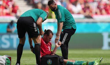 ФОТО. Капитану сборной Венгрии стало плохо во время матча с Францией