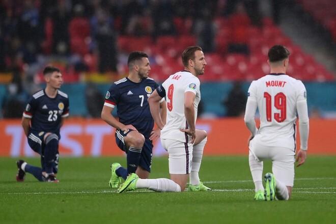 На Евро-2020 всего 6 команд встают на колено перед матчами