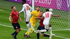 ВІДЕО. Стерлінг забив головою. Англія вийшла вперед у грі з Чехією