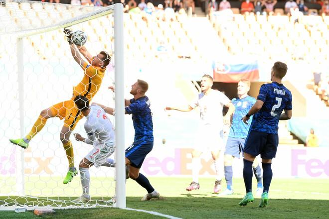 ВИДЕО. Вратарь Словакии забил в свои ворота! Очень курьезный гол Испании