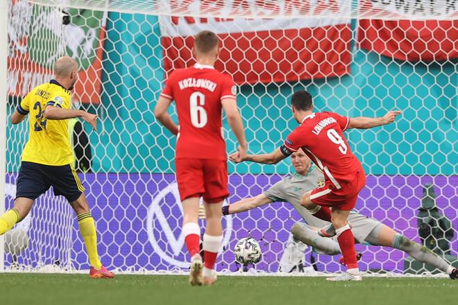 ВИДЕО. Дубль Левандовски. Польша отыграла два мяча у Швеции, но уступила