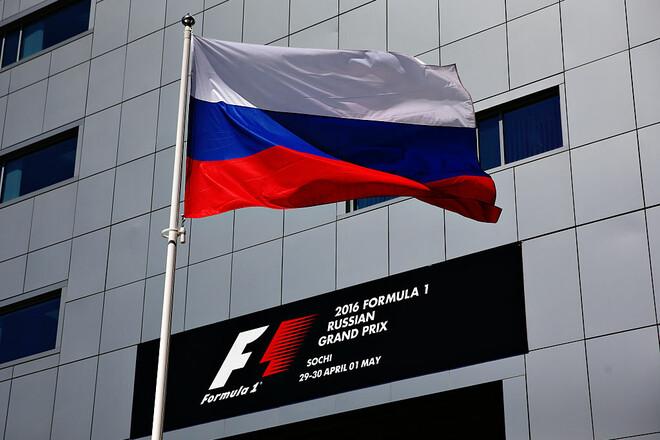 Белый прямоугольник. Из календаря Формулы-1 убрали флаг России