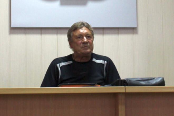 Клуб, который добровольно понизился в классе, назначил нового тренера
