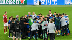 Италия и Дания вышли в четвертьфинал Евро, пляжники одолели Португалию