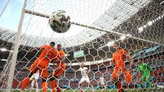 ВИДЕО. Нидерланды в шоке. Холеш и Шик забили за Чехию в большинстве