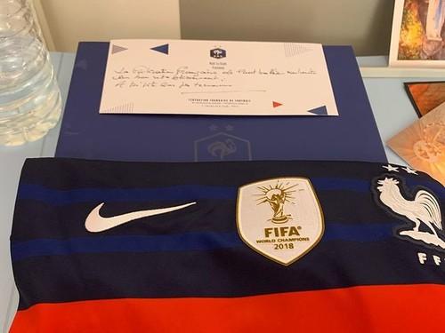 Федерация футбола Франции поддержала молодого украинца, избитого в Париже