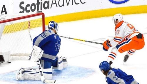 ВИДЕО. Гол года в НХЛ? Невероятный Макдевид разорвал соперника