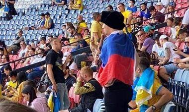 ВИДЕО. В секторе фанатов Украины избит болельщик с российским флагом