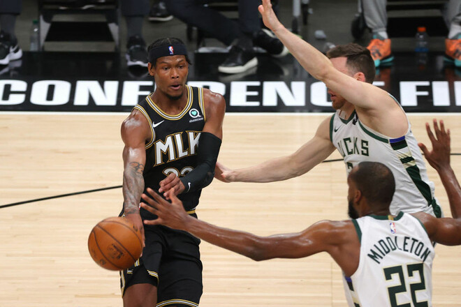 НБА. Атланта без Янга разобралась с Милуоки и сравняла счет в серии