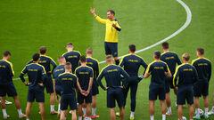Євген ЛЕВЧЕНКО: «Повинні битися до кінця, забирати у шведів м'яч»