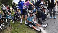 ВИДЕО. Задержана женщина, вызвавшая наихудшую аварию в истории Тур де Франс