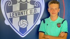 ФОТО. 14-летний украинец подписал контракт с испанским Леванте