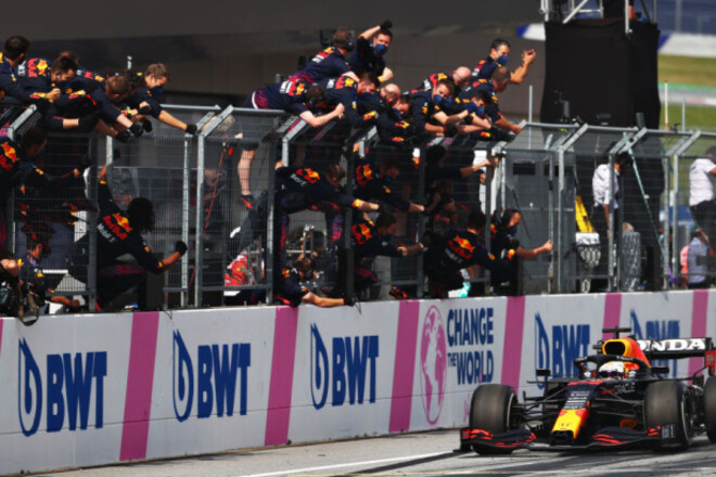 Общий зачет Формулы-1: уже +32. Ферстаппен опережает Хэмилтона