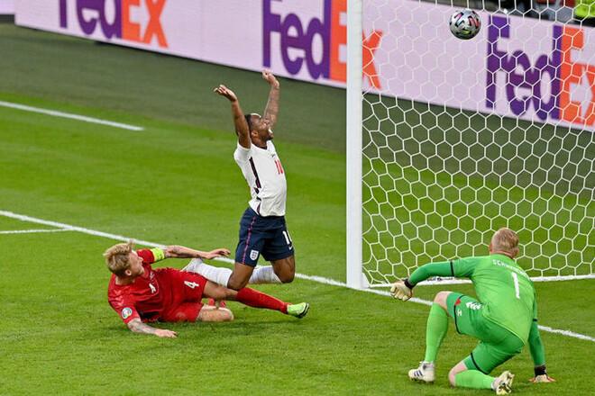 Англия со скандалом вышла в финал Евро, Динамо продаст Супрягу в Италию