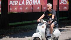 ФОТО. Моуриньо прокатился на мопеде по Риму