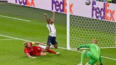 ВИДЕО. Англия быстро сравняла счет. Кьер забил автогол после прострела