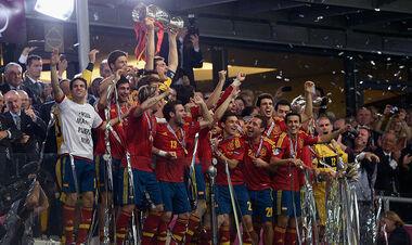 14 центурионов Евро: все капитаны сборных, которые выигрывали чемпионат