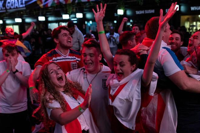Английские болельщики просят у власти выходной, в случае победы на Евро
