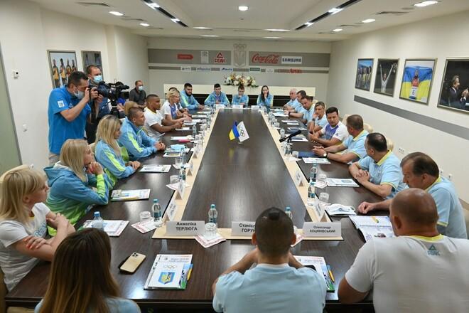 Презентация формы для ОИ. Зеленский встретился со спортсменами-олимпийцами
