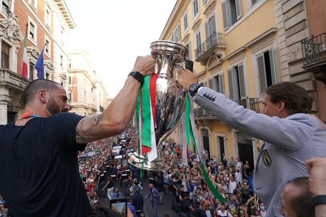Сборную Италии могут наказать за проведение чемпионского парада