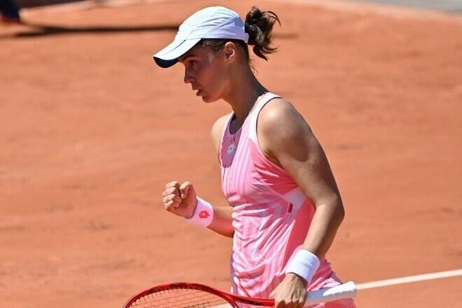 Калинина пробилась в дебютный финал турнира WTA, обыграв Коллинс