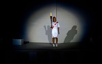 ФОТО. Осака запалила олімпійський вогонь в Токіо