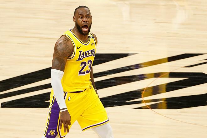 Леброн Джеймс стал первым игроком НБА, заработавшим $1 миллиард