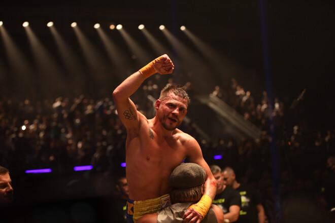 Денис Берінчик переміг зірку UFC Артема Лобова у бою на голих кулаках