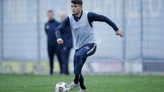 Днепр-1 рассчитывает забрать двух защитников Динамо