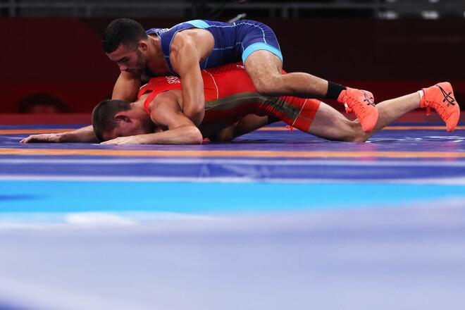 Украинец Насибов победил представителя ОКР и вышел в полуфинал