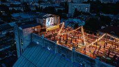 Nike провел масштабную йога сессию на крыше в центре Киева